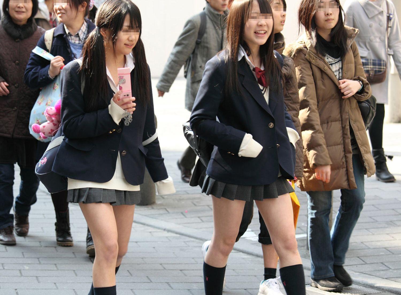 (街撮り写真)ちょっと芋っぽさ残る女子●生の街撮り写真…この中の何人が純粋娘なのか想像するだけで楽しくなるwwwwww