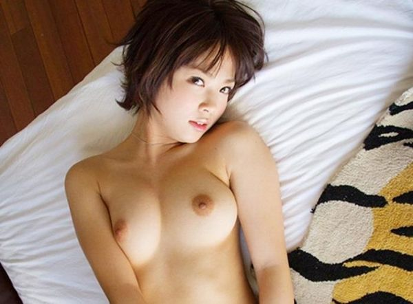 (ショートヘアえろ写真)ショートヘアが似合うかわいこちゃんのセックスなお乳にちんこがビンビンですよwwww