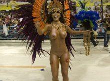 【サンバエロ画像】乳首もマンコもまる見え!ほぼ全裸で踊りながら新年を迎えるブラジルのカウントダウンwwww