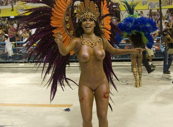 (サンバえろ写真)チクビもまんこもまる見え☆ほぼ裸で踊りながら新年を迎えるブラジルのカウントダウンwwwwwwww