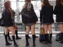 【冬服女子●生エロ画像】始業式が待ちきれない…冬服なのにミニスカ・生脚!女子●生がいる通学路が最高だなwwww