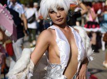 【コスプレエロ画像】乳房の膨らみがリアル…ハミ乳しまくりコスプレイヤーが痴女にしか見えないwww