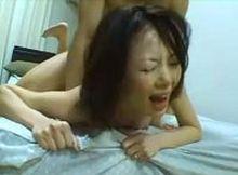 【動画】清楚な熟女が壊れる瞬間…イッても止まらないエンドレスピストンで完全に精神崩壊!怒涛の連続セッ○スがヤバい!