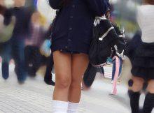 【ミニスカJKエロ画像】前屈み不可避www女子高生のスカートが尋常じゃない短さなんだがwwww