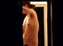 【民家盗撮エロ画像】アパートの窓から思わず覗けた私生活のエロさがたまらないwwwストーカーの気持ちがわかるなぁwwww