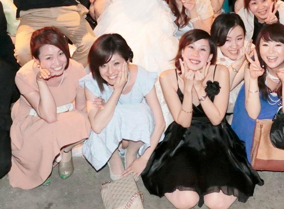 (ドレスパンツ丸見ええろ写真)結婚式や卒業イベント…ドレスアップしたオネエさんのパンツ丸見えが超そそるぅwwwwwwww
