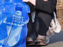 【しゃがみパンチラエロ画像】男なら誰もがガン見してしまうお姉さんのパンチラ…ウンコ座りした股間がエロ過ぎるwwww