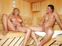 【海外サウナエロ画像】本場フィンランドのサウナは男女混浴…外国人でも勃起するんだなwwww