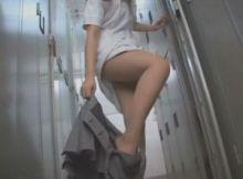 【着替え隠し撮り画像】女子更衣室にこっそり忍び込み息を殺して撮影した女の子の生着替え!臨場感が桁違いの隠し撮り画像