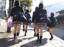 【街撮りJKエロ画像】女子高生がいる街並みが最高!通学中の何気ない仕草に思わず見惚れる街撮り画像