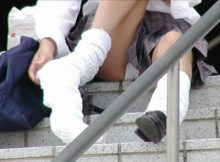 【Jkパンチラ画像】街中で偶然撮れたシコリレベルの高い女子●生のパンチラ画像