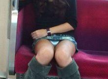 """<span class=""""title"""">電車の中で見つけたセクシーな下半身…ギリギリのチラリズムが興奮する!気づかぬうちに撮られてしまう電車内パンチラ画像</span>"""