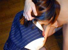 【OLフェラエロ画像】枕営業かパワハラか…事務服姿のOLさんがチンポしゃぶるフェラチオ画像がチンポびんびんですよwww