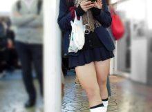 【JK街撮りエロ画像】寒いのに露出された成長期の肉体!!なぜかむらむらチンポを刺激する冬の女子高生ww