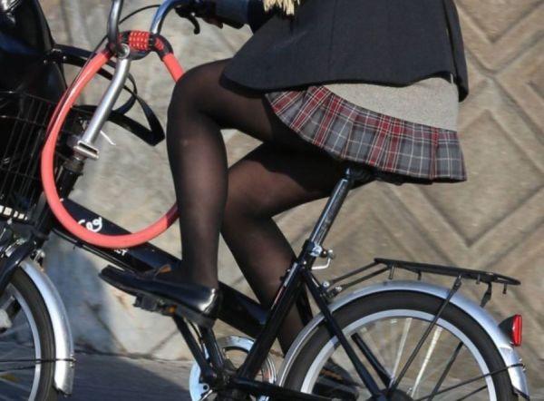 【黒パンストJkエロ画像】冬の風物詩…街に溢れる黒パンストの女子●生がフェロモン撒き散らす街撮り画像