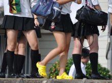 【ミニスカJK街撮り画像】ミニスカに裸足が妙にエロい女子高生の登下校!思わず勃起しそうになる街撮り画像