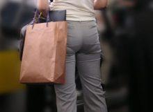 【パンツスーツOL】思わず撫で回したくなる尻…パンツスーツがパツンパツン!くっきり透けパンしちゃうOLさんwww