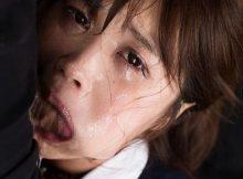【イラマチオエロ画像】女の苦しそうな涙って最高に興奮するよなwwガチで涙目のイラマチオに勃起がとまらないwww