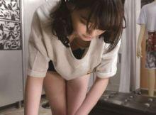 【胸チラエ●画像】前屈みになった店員さんのお●ぱいは危険なほどエ●い…まる見えの胸チラが●起不可避www