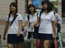 【JK着衣おっぱい画像】制服女子高生のおっぱいが凄く柔らかそう…揉みたくなる発育中の着衣おっぱいwww