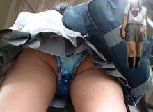 【JKパンチラ画像】子供っぽいパンツに色っぽいパンツ…成長期の下半身を包む生々しい下着がそそる女子高生の逆さ撮り画像
