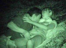 【赤外線盗撮画像】闇夜に隠れパコパコ…ハッテン場と化す公園でエッチしてるカップルを赤外線カメラで覗くとこんな感じww