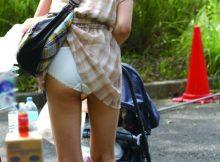 【パンチラエロ画像】パンチラの自覚なし!!街中で遭遇できたらちょーラッキー!パンツまる見えなのに気づいてない女の子www