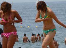 【水着ギャルエロ画像】近ごろのギャルは発育がいいよな…むちむちな肉体がエッロぃ!夏のビーチで撮られた水着ギャル画像
