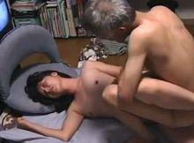 単身赴任中の上司宅に入り浸るアラサー熟女!?闇を感じる年の差カップルのハメ撮り映像
