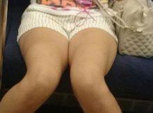 【電車内エロ画像】ミニスカやホットパンツで剥き出しの太ももがエグい…電車内で撮られたエッチな太もも画像