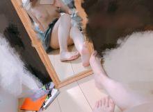 どスケベな22歳の美人看護師がおっぱい丸出しでセクシーな全裸自撮り
