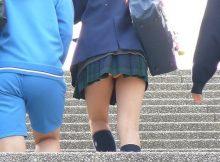 【パンチラエロ画像】定番だけど…階段の下から見上げるスカートの中がたまらない!!ちょー興奮する階段パンチラ画像