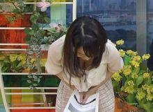 【女子アナ胸チラエ□画像】女子アナさんのお○ぱいが激エ□…深々とお辞儀した放送事故レベルの胸チラ画像