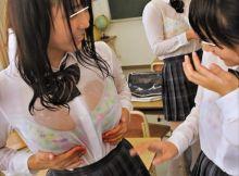 豪雨の日に学校行ったら女子のブラジャーが透けまくってた件