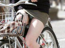 【パンチラ画像】ミニスカで自転車に乗るおねーさんのチラチラと見える下着やエッチな太ももがサイコーに色っぽいパンチラ画像