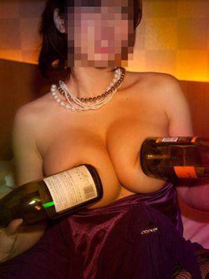 【酔っぱらいエロ画像】酒に飲まれたギャルの黒歴史…酔っ払ってハメを外しすぎたおふざけエロ画像 その12