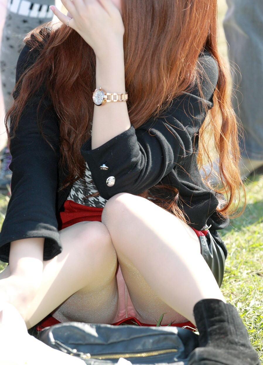 【パンチラエロ画像】近所の公園でわりと見られるパンチラ…自然体な女の子たちのリアルなハプニングがエロい公園パンチラ画像 その8