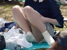 【パンチラエロ画像】近所の公園でわりと見られるパンチラ…自然体な女の子たちのリアルなハプニングがエロい公園パンチラ画像