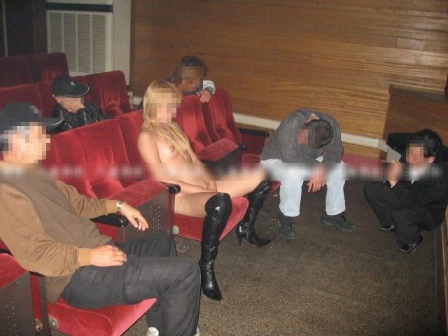 【ピンク映画館エロ画像】これが本物のハッテン場…週末の夜はヤラれたい痴女がやってくるピンク映画館www その1