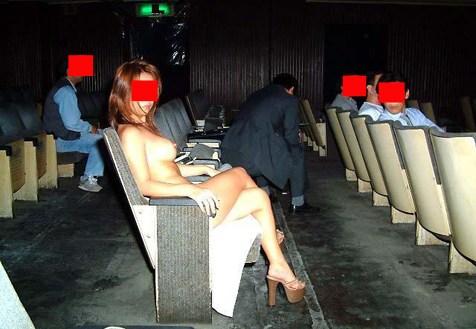 【ピンク映画館エロ画像】これが本物のハッテン場…週末の夜はヤラれたい痴女がやってくるピンク映画館www その9