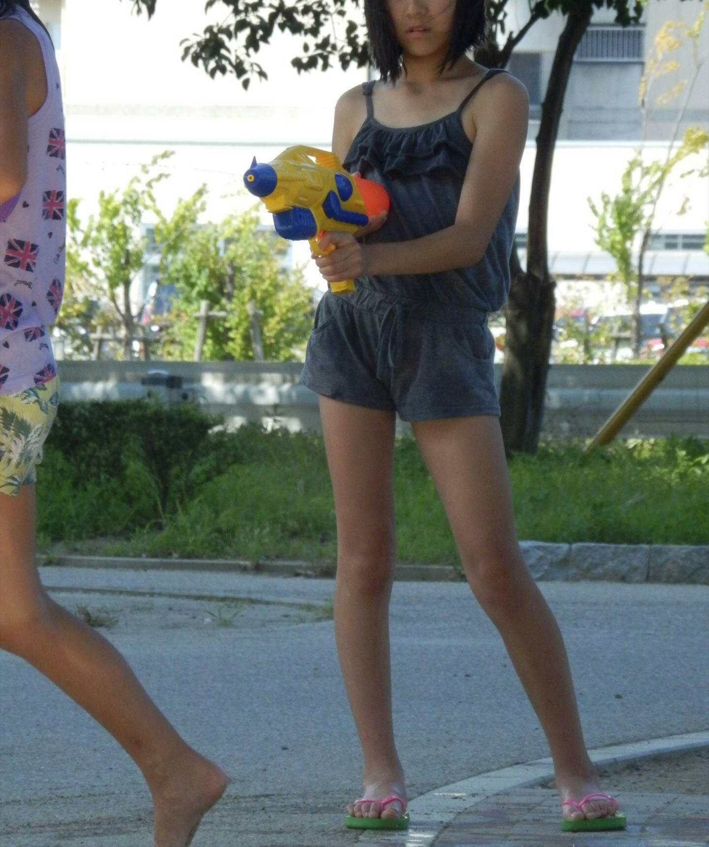 【激ヤバ街撮り画像】これで勃起したやつやばいぞ…大人になりきれてない少女たちの発育途上ボディwww その11