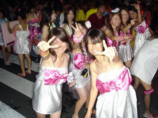 【お祭りハプニング画像】日本のお祭りも実は過激…はしゃぐ女の子たちのエッチなハプニングが期待できるお祭りエロ画像 その7