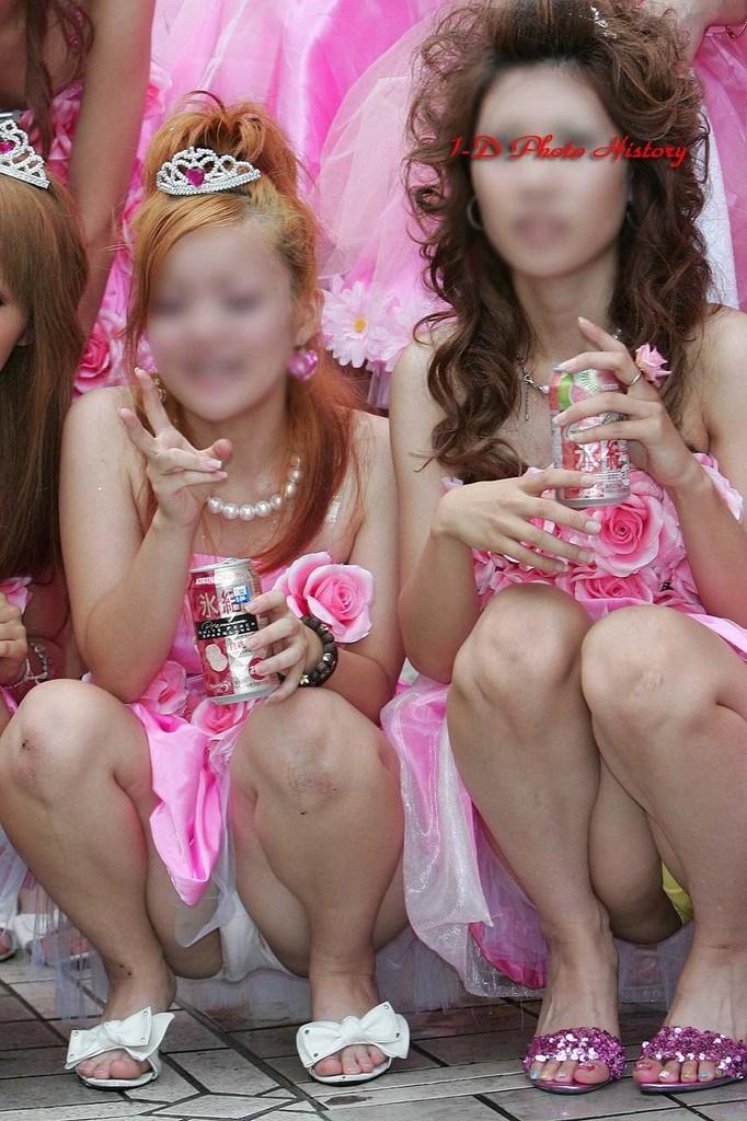 【お祭りハプニング画像】日本のお祭りも実は過激…はしゃぐ女の子たちのエッチなハプニングが期待できるお祭りエロ画像 その12