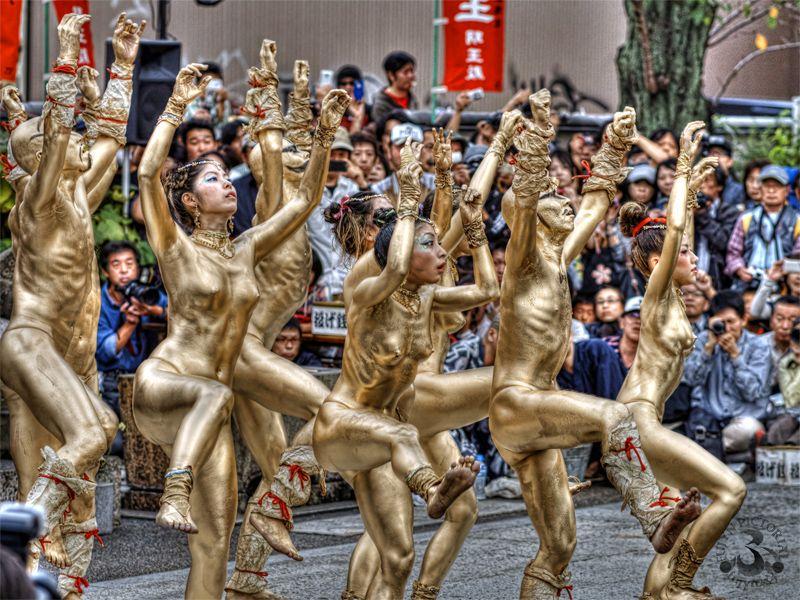 【お祭りハプニング画像】日本のお祭りも実は過激…はしゃぐ女の子たちのエッチなハプニングが期待できるお祭りエロ画像 その15