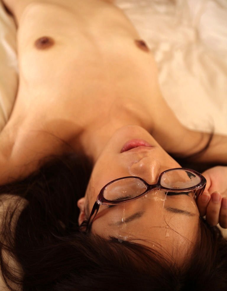 【顔射エロ画像】知性的な女を自分の精子でどろどろに汚す…ゾクゾクするほど興奮する顔面射精…メガネ女子のぶっかけエロ画像 その3