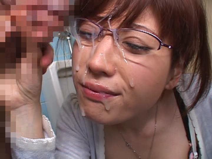 【顔射エロ画像】知性的な女を自分の精子でどろどろに汚す…ゾクゾクするほど興奮する顔面射精…メガネ女子のぶっかけエロ画像 その9