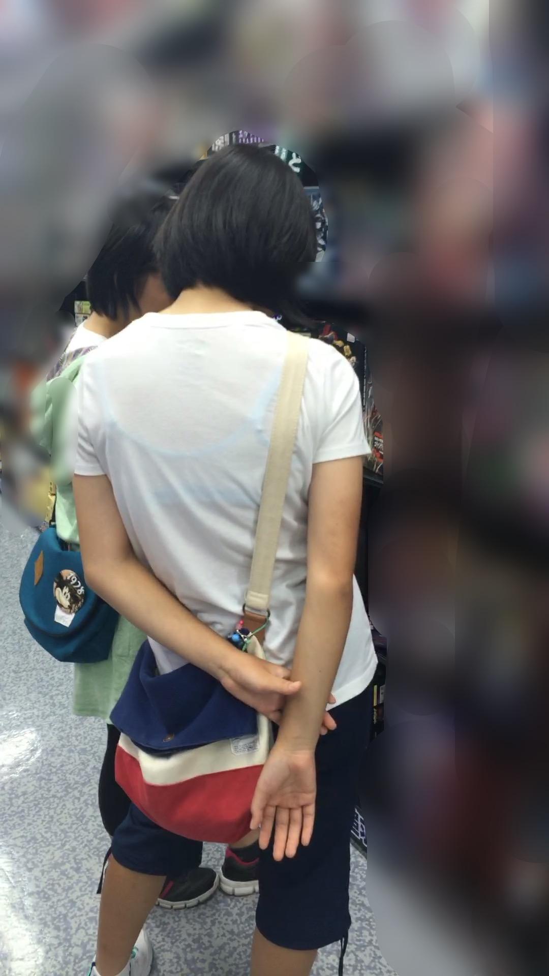 【透けブラエロ画像】薄い衣服で下着が透け透け!!ゾクゾクするほど興奮してしまう一般女性の透けブラ画像 その3