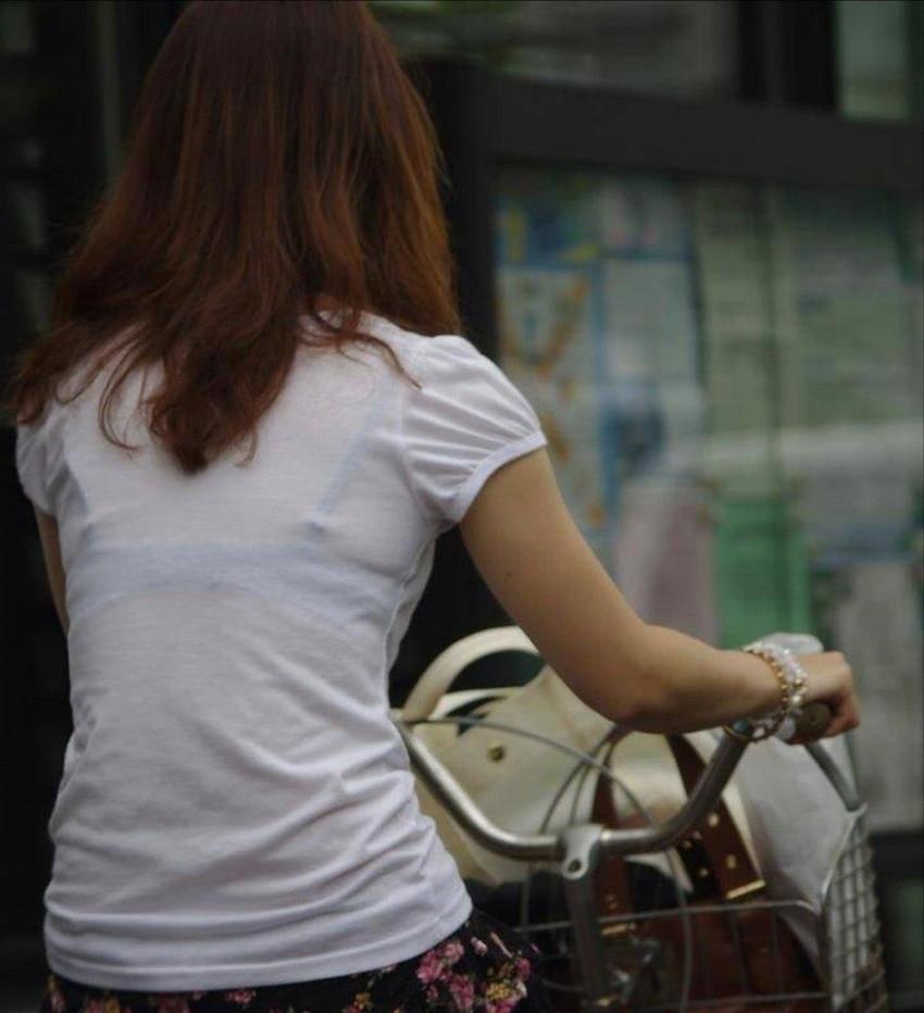 【透けブラエロ画像】薄い衣服で下着が透け透け!!ゾクゾクするほど興奮してしまう一般女性の透けブラ画像 その12