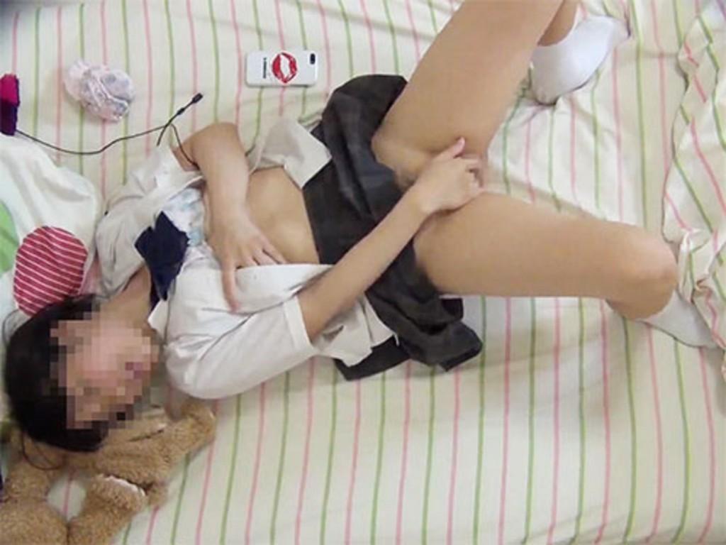 【JKオナニー画像】これが性の目覚め!?まだあどけない女子高生がマンコいじりに夢中!ちょー卑猥なオナニー画像 その9