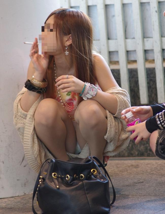 【パンチラ画像】うわぁ…パンツまる見え!!最近の女の子はお股ゆるゆる…プライベートな下着がリアルなパンチラ盗撮画像 その2